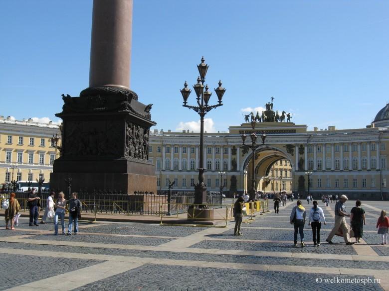 Александровская колонна. Дворцовая площадь