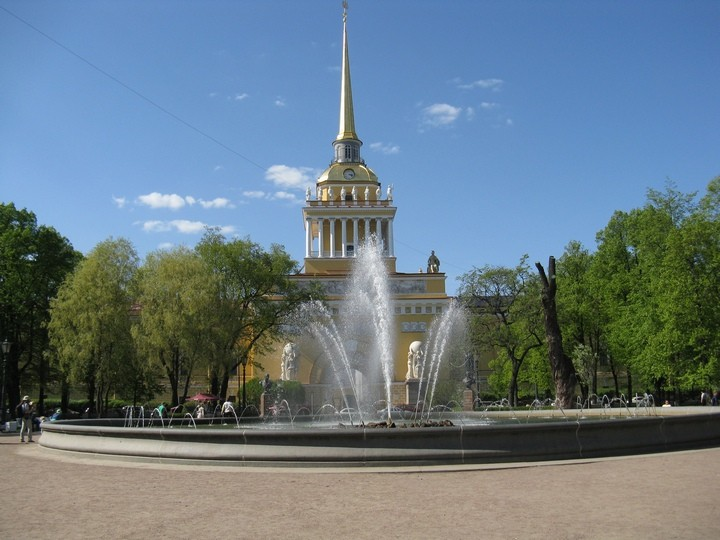 Адмиралтейство. Фонтан в Александровском саду.