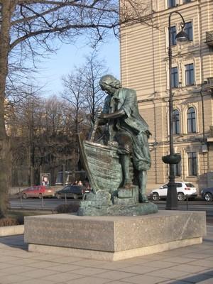 Памятник Петру I на Адмиралтейской набережной