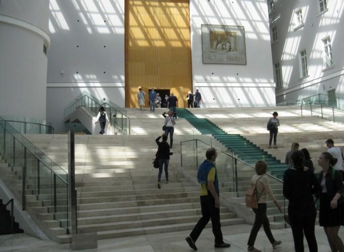 Эрмитаж в здании Главного штаба. Главная лестница
