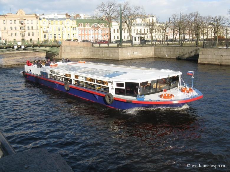 Речной кораблик