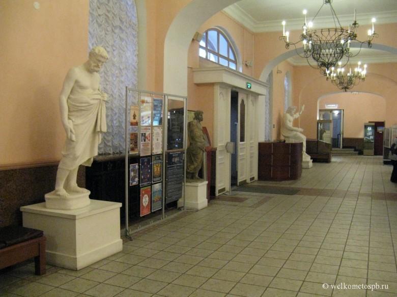 Холл музея истории религии