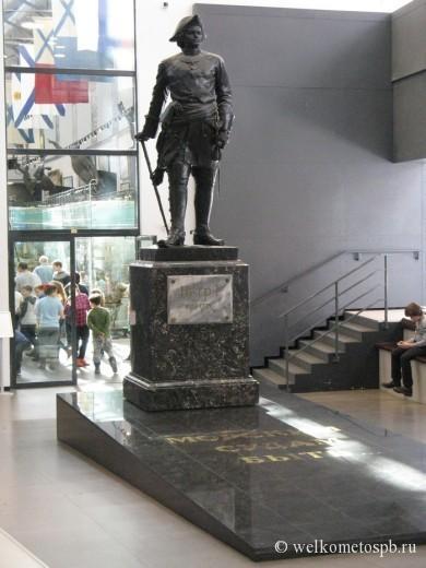 Памятник Петру I в Военно-морском музее