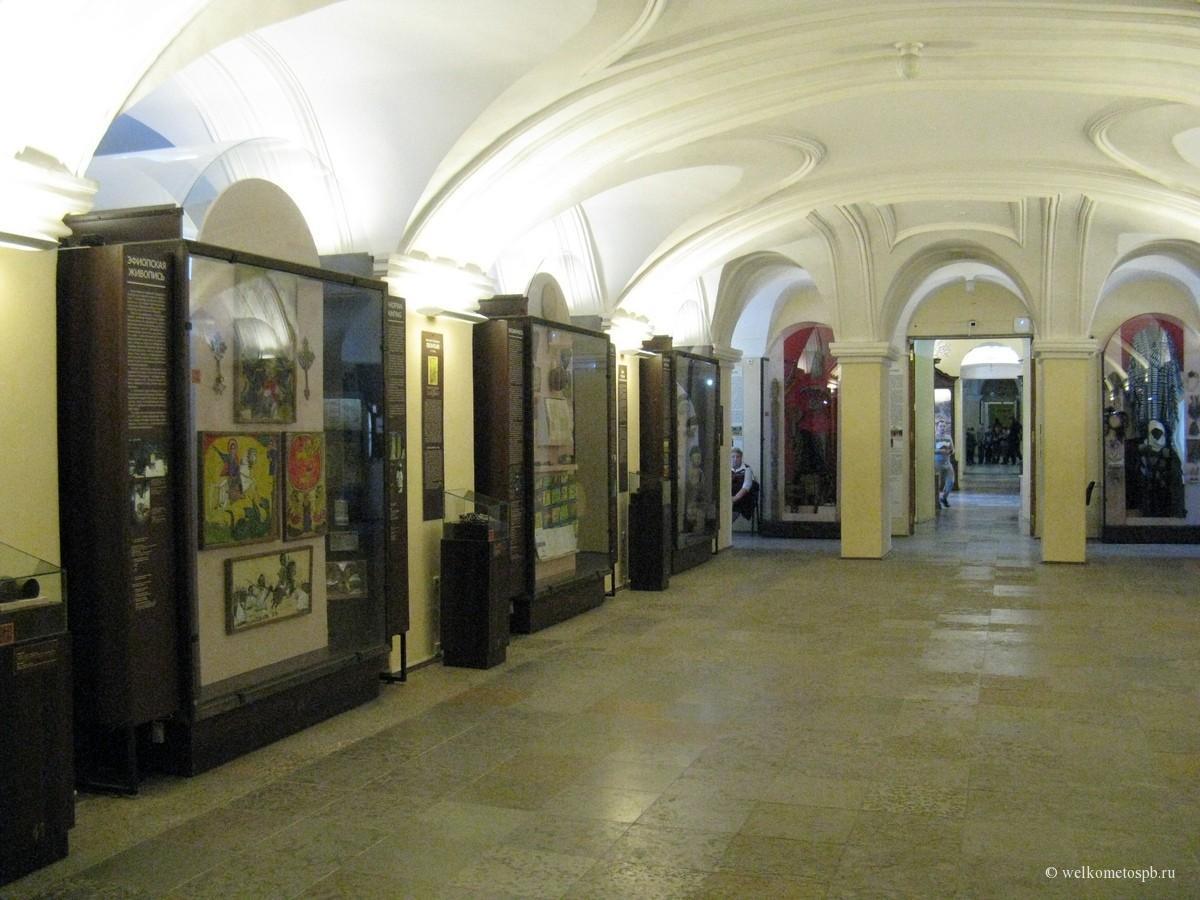 Зал первого этажа Кунсткамеры