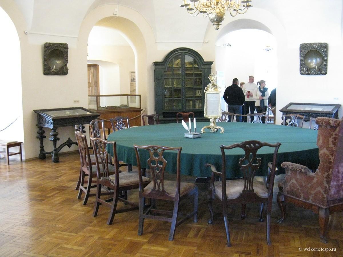 Зал заседаний первой Петербургской Академии наук