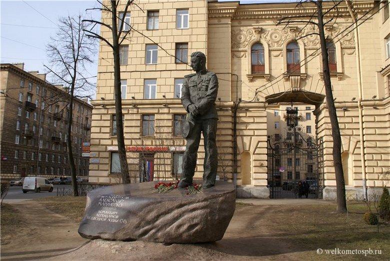 Памятник Маринеско в Автово