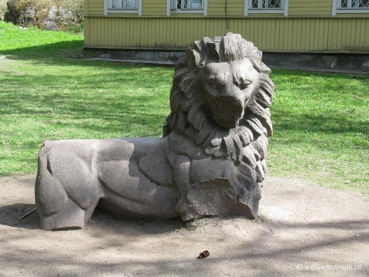 Лев - часть памятника независимости Финляндии