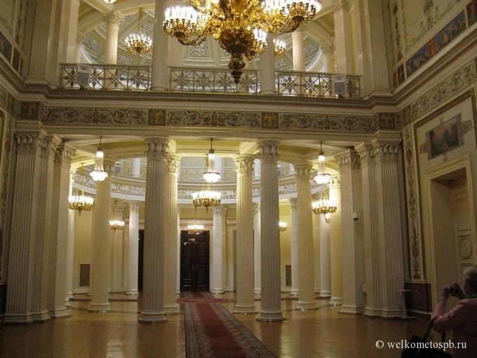 Вид на ротонду из Помпейского зала