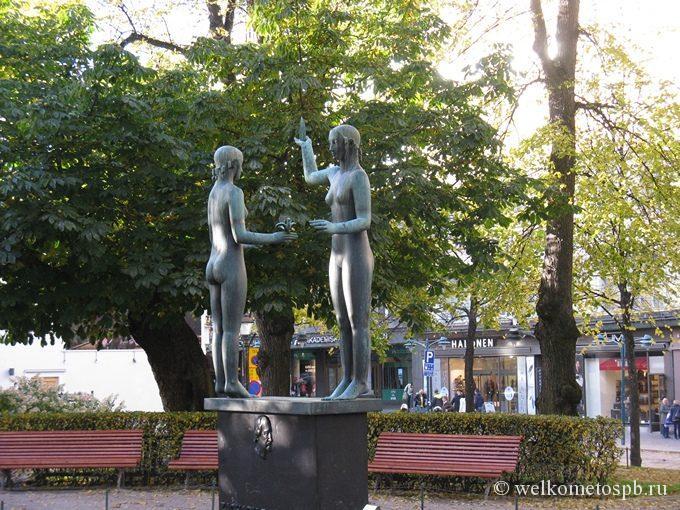 Памятник Топелиусу в Хельсинки