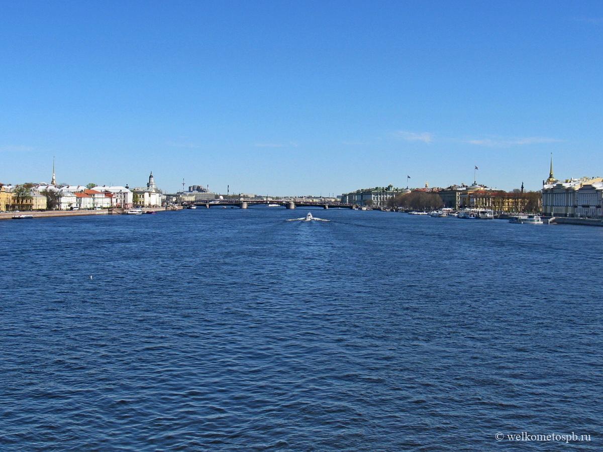 Вид с Благовещенского моста